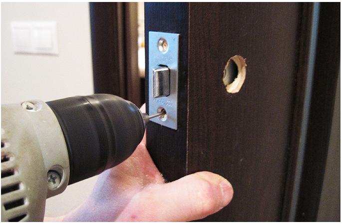 Врезка замка в дверь в Омске